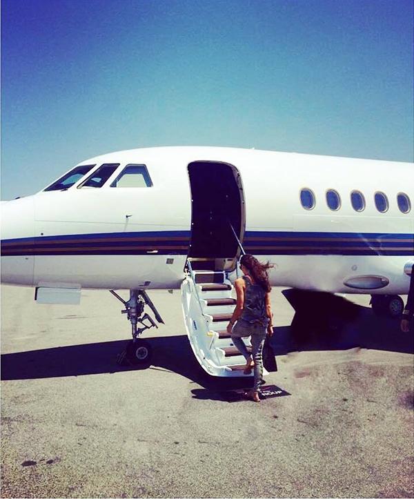 Thỉnh thoảng Lyla hẹn hò cùng bạn trai trên phi cơ riêng của cô nàng