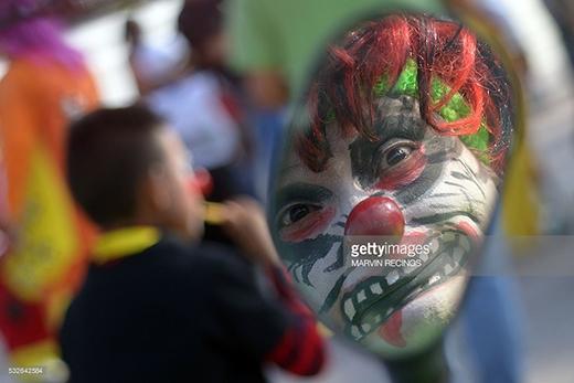 Một chú hề đang tham dự lễ hội cười lần thứ 8 tại San Salvador vào ngày 18/5/2016.