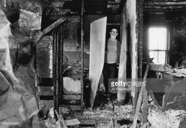 Hình ảnh chú hề đầy ám ảnh tại một căn nhà bị cháy trụi ở Mỹ năm 1975