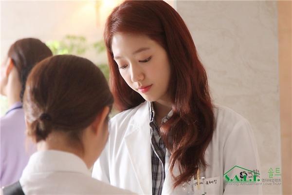 Hé lộ loạt ảnh hậu trường xinh không tì vết của Park Shin Hye
