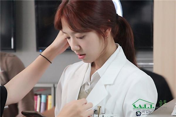 """Góc nghiêng """"thần thánh"""" tha hồ đốn tim người hâm mộ của """"bác sĩ Yoo""""."""