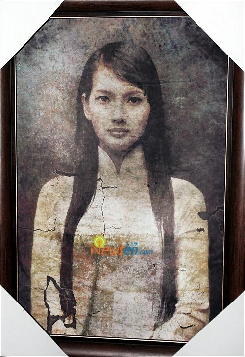 Bộ phim kể về bức chân dung của cô gái tên Mười với một lời nguyền kì lạ được truyền miệng từ đời này qua đời khác tại một ngôi làng ở Việt Nam.