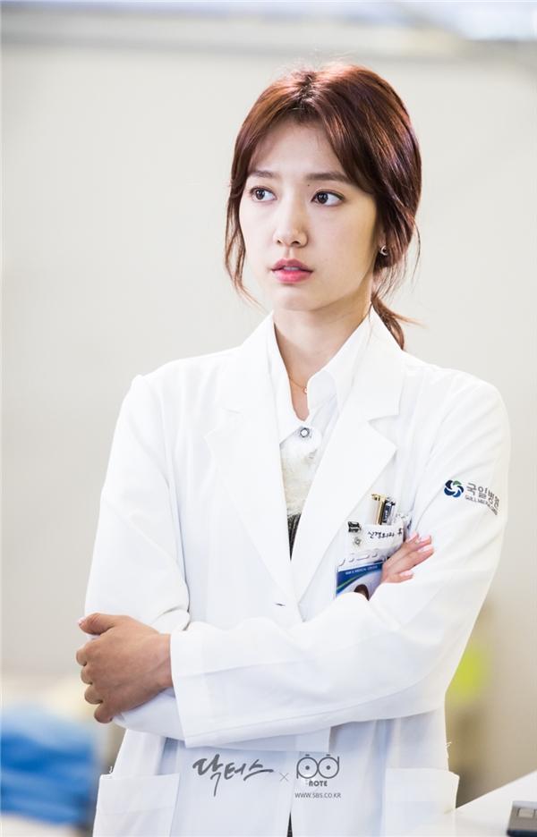 Doctors chưa hết, Park Shin Hye rục rịch chuyển hướng phim kinh dị