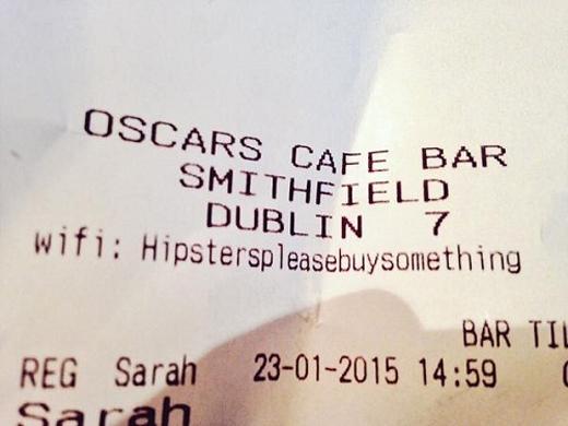 """Quán cà phê này thì cung cấp sẵn mật khẩu trên hóa đơn: """"Bồ tèo, làm ơn mua món gì đó đi."""""""