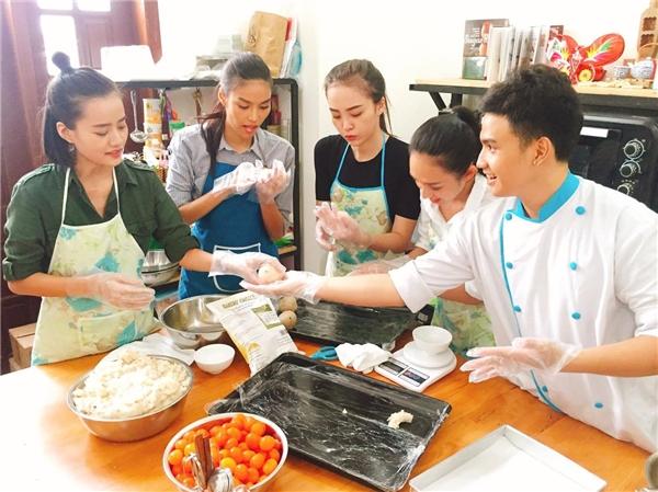 Tuy nhiên, ít ai biết được ngoài những ưu điểm trên, Lan Khuê còn khá khéo tay trong việc bếp núc. - Tin sao Viet - Tin tuc sao Viet - Scandal sao Viet - Tin tuc cua Sao - Tin cua Sao