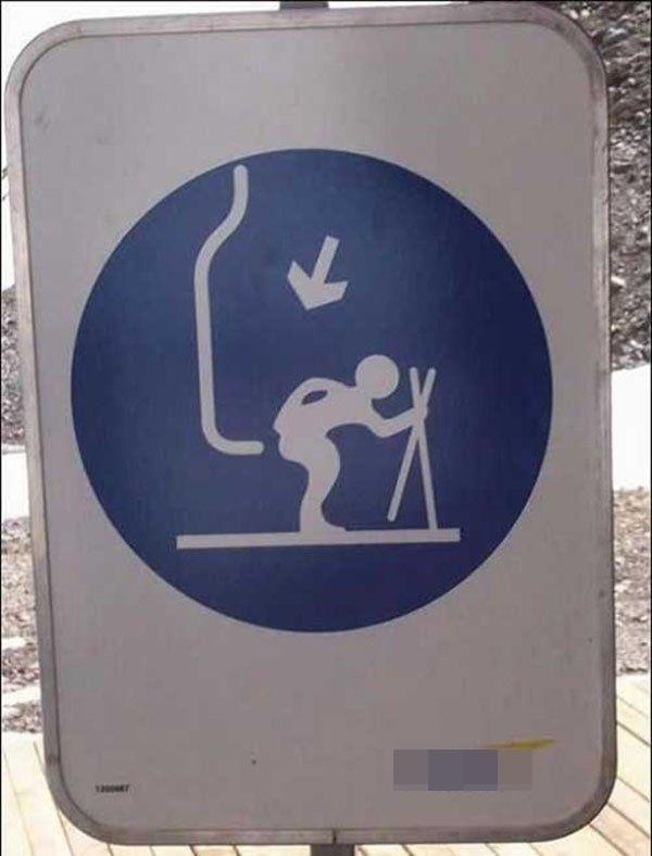 Ai cắt nghĩa chiếc bảng hiệu này giúp mọi người với?(Ảnh: Internet)