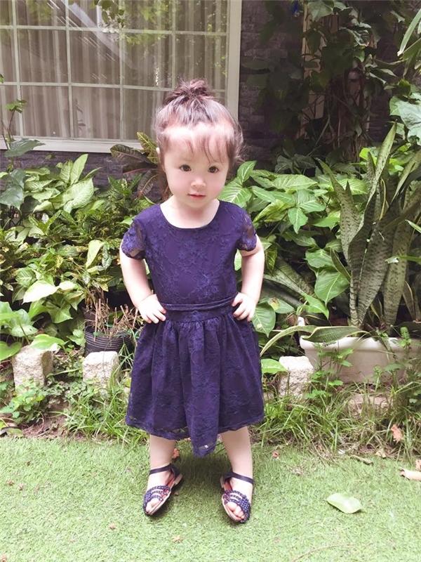 Cadie xinh xắn trong bộ váy tím cùng đôi giày ton-sur-ton. - Tin sao Viet - Tin tuc sao Viet - Scandal sao Viet - Tin tuc cua Sao - Tin cua Sao