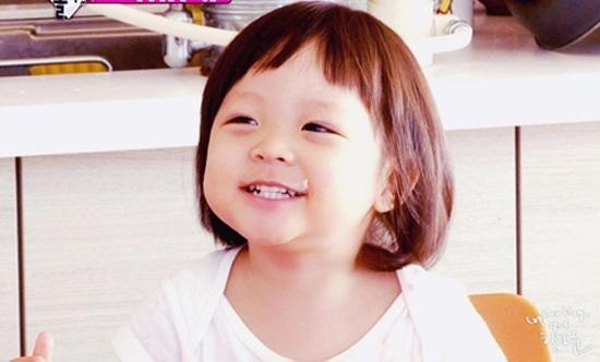 Với gương mặt bầu bĩnh đáng yêu, Sarang nhanh chóng thu hút được sự chú ý kể từchương trình thức tế Superman Returns của đài KBS 2TV.