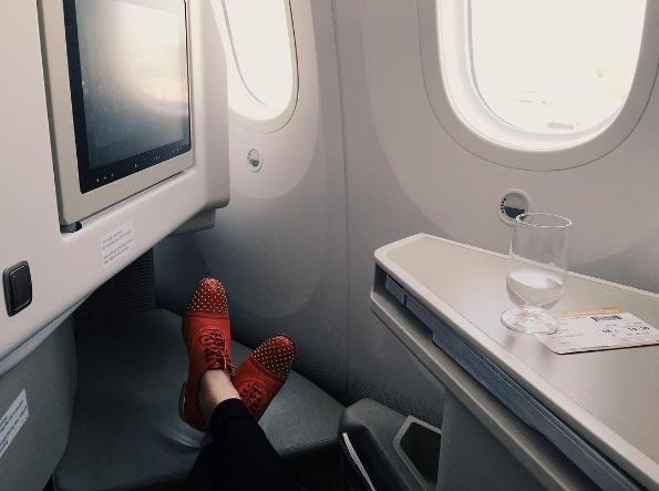 ..., ngồi máy bay khoang hạng nhất... - Tin sao Viet - Tin tuc sao Viet - Scandal sao Viet - Tin tuc cua Sao - Tin cua Sao