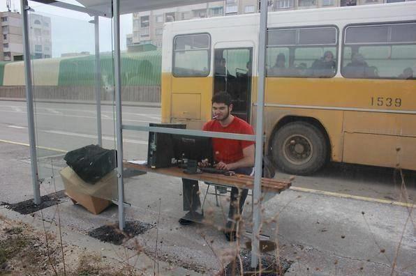 Đón xe không phải là vấn đề, vấn đề là có chỗ để lắp đặtdàn máy tính.