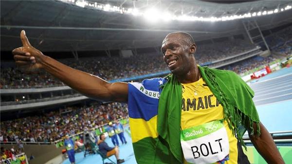 """Usain Bolt tiếp tục giữ vững """"ngai vàng"""" trên đường chạy cựli ngắn tại Olympic. Thành tích anh ghi được qua 3 kì Thế vận hội 2008, 2012, 2016 là điều đáng mơ ước của bất kì vận động viên điền kinh nào. (Ảnh: Getty Images)"""