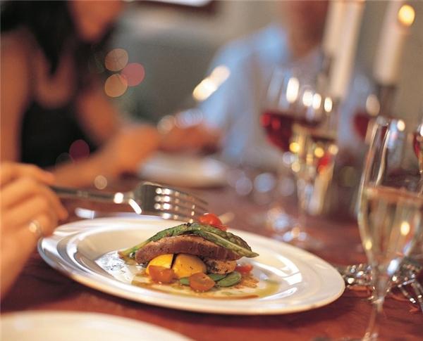 Giá trị thực sự của các bữa ăn chỉ bằng 38-42% giá mà bạn phải chi trả.