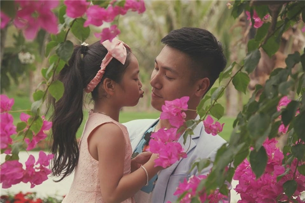 Mạnh Trường và con gái đầu lòng - bé Nguyễn Phương Linh, hay còn gọi là bé Chíp. - Tin sao Viet - Tin tuc sao Viet - Scandal sao Viet - Tin tuc cua Sao - Tin cua Sao
