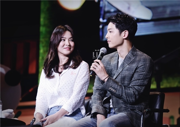 Song Hye Kyo công khai thể hiện tình cảm với Song Joong Ki