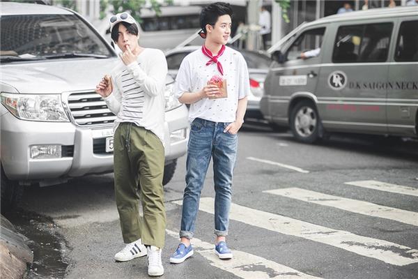 Trong set đồ này, Kye Nguyễn lựa chọn cho mình chiếc quần phom dáng rộng, thể hiện sự thoải mái, phóng khoáng khi dạo phố cùng bạn bè.