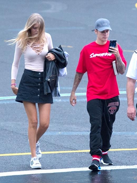 Mới thân mật cùng bạn gái 17 tuổi, Justin lại hẹn hò cùng chân dài mới