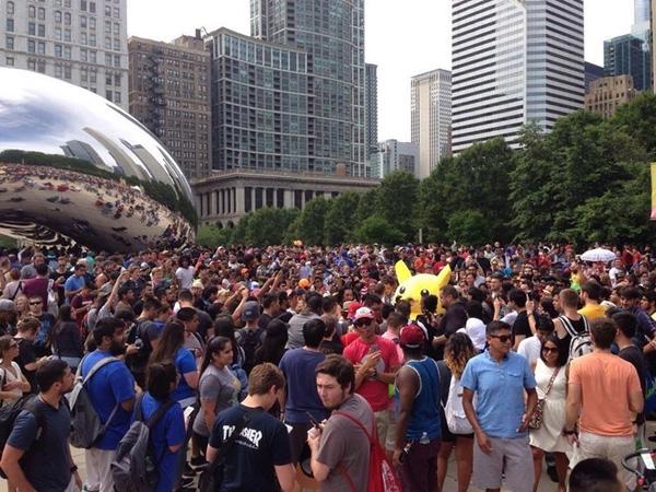 Khoảng 5.000 người tụ họp tại công viên tại Chicago, Mỹ để bắt Pokemon.