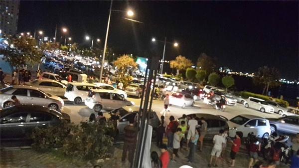 Đường phố Malaysia nửa đêm vẫn đông đúc người tụ tập chơi pokemon.