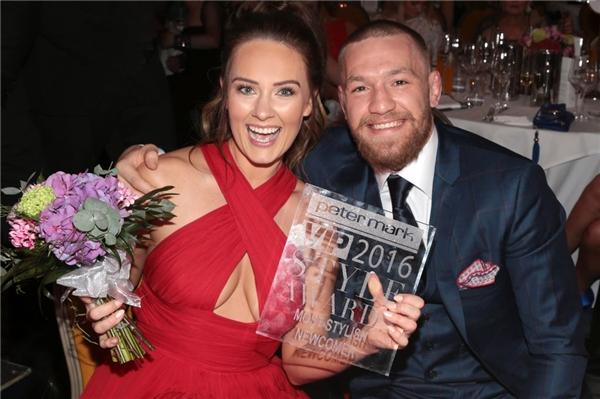 Cứ như thế,2tên Conor McGregor và Dee Devlin đã gắn liền với nhau 10 năm nay! (Ảnh: Internet)