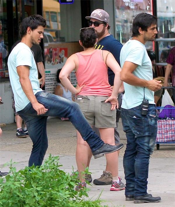 Taylor Lautner (trái) & Gabriel Nunez, Tracers