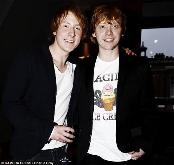 Rupert Grint (phải) & Anthony Knight, Harry Potter