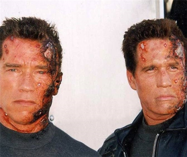 Arnold Schwarzenegger (trái) & Billy Lucas, Terminator 3: Rise of the Machines