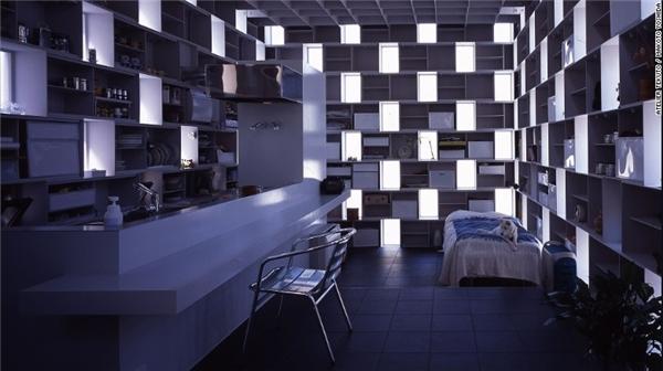 Chủ nhân của căn nhà Cell Bricks yêu cầu đội ngũ của Atelier Tekuto xây dựng một ngôi nhà thật sự khác biệt. Những chiếc hộp thiếc xếp chồng lên nhau này không chỉ là điểm nhấn kiến trúc mà còn là nhà kho bí mật nữa đấy.(Ảnh: CNN)