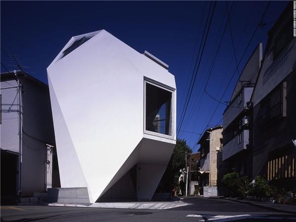 Đội ngũ Atelier Tekuto tiếp cận ngôi nhàReflection of Mineral với tâm thế thoải mái nhất có thể. Theo yêu cầu khách hàng thì ngôi nhà này phải là một công trình ấn tượng, lại vừa đảm bảo không gian sống thoáng đãng.(Ảnh: CNN)