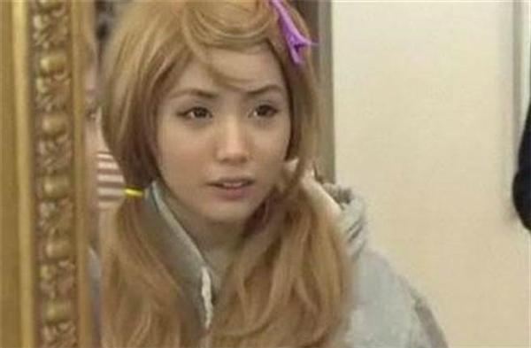 Gương mặt cô gái 20 tuổi có vẻ như không chút tì vết.(Ảnh: Internet)