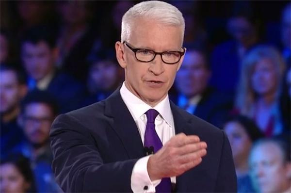 Người dẫn chương trình nổi tiếng của CNN Anderson Cooper cũng từng được Tim Cook nhờ tư vấn.