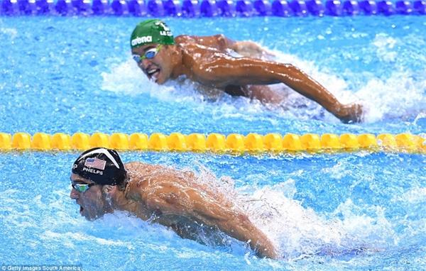Kình ngư Michael Phelps tiếp tục đoạt huy chương vàng Olympic khi vượt qua đối thủ Chad le Clos ở nội dung 200m bướm.