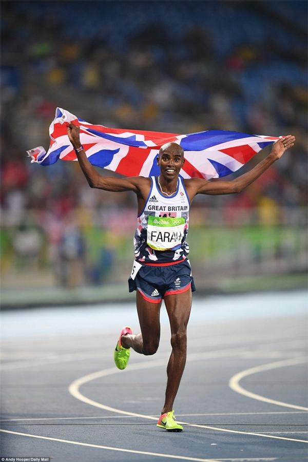 Farah hoàn tất cú đúp của mình cho đội Anh bằng cách giành huy chương vàng ở nội dung 5.000m nam.