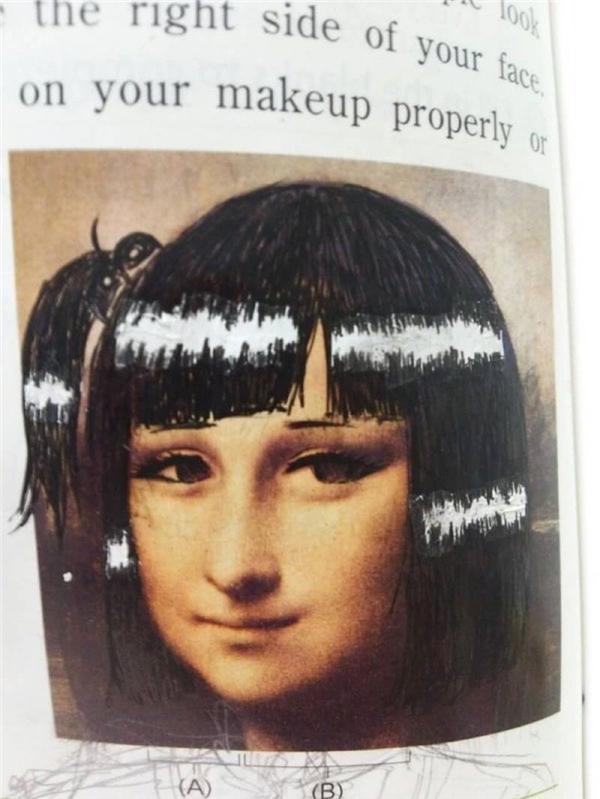 Chỉ sau vài nhát bút, nàng Mona Lisa với nụ cười bí ẩn đã hóa thành một em nữ sinh trung học bánh bèo.