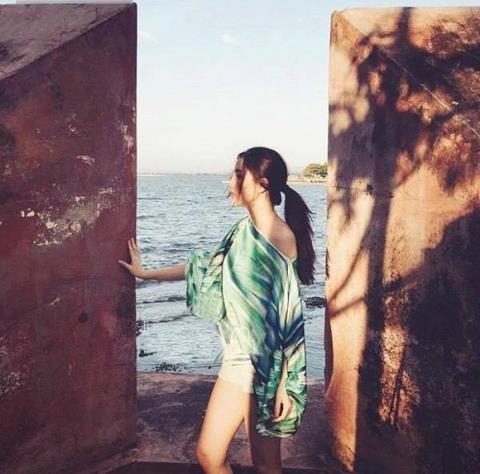 Tấm ảnh xuất hiện vào tháng 7 nhưng chỉ vài phút sau đó đã bị xóa. Những bình luận về việc cô gái trong ảnh có phải là Hoa hậu Việt Nam 2014 cũng được bạn trai cũ của Tú Anh xóa đi. - Tin sao Viet - Tin tuc sao Viet - Scandal sao Viet - Tin tuc cua Sao - Tin cua Sao