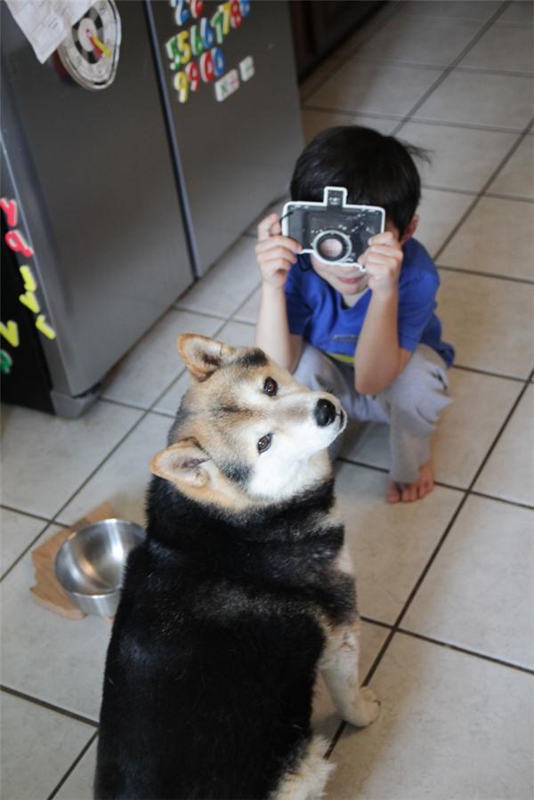 Cười lên em chụp ảnh coi nào.