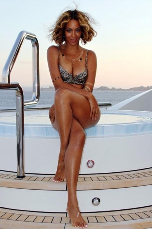 Beyonce với làn da nâu và cặp đùi đầy đặn luôn toát lên vẻ đẹp phóng khoáng và cuốn hút.