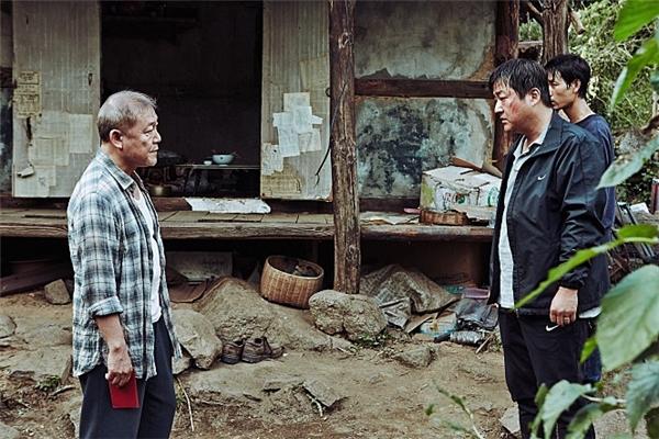 Jong Goo tìm đến người Nhật lạ mặt.(Ảnh: Internet)