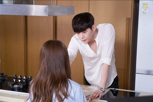 Kang Chul xứng danh bạn trai tuyệt vời nhất hệ Mặt Trời bởi những hành động chăm người yêu đến tận răng.