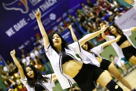 """Dàn """"hotgirl"""" của nhóm nhảy Young Buffaloes luôn thu hút mọi sự chú ý mỗi khi xuất hiện."""