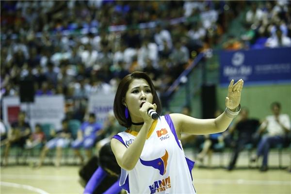 """""""Game on!"""" với phần trình diễn của Hà Nhi đã góp phần làm bùng nổ cả nhà thi đấu Bách Khoa vào cuối tuần vừa qua."""