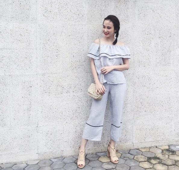 """Angela Phương Trinh thường lựa chọn áo hai dây hoặc áo trễ vai để """"đánh lừa"""" thị giác người đối diện."""