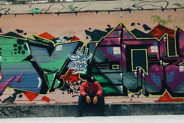 Điểm đến theo theo cho một ngày lang thang Sài Gòn, bạn hãy đến khuStation 3A - một nơi vui chơi lành mạnh dành cho giới trẻ thành phố.   Với nhiều thể loại tranh graffiti theo phong cách đường phố rất bụi và chất... đủ thỏa mãnnhucầu check-in của các phượt thủ dù khó tính.