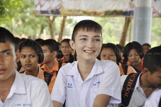 Nam sinh Thái Lan sở hữu diện mạo xinh đẹp.