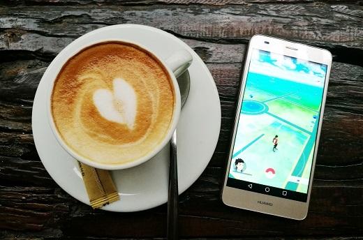 Cảm biến vân tay 1 chạm hiện đại trên Huawei P9 hay GR5 Mini sẽ giúp các game thủ tiết kiệm thời gian mở máy để bắt con Pokemon yêu thích của mình!