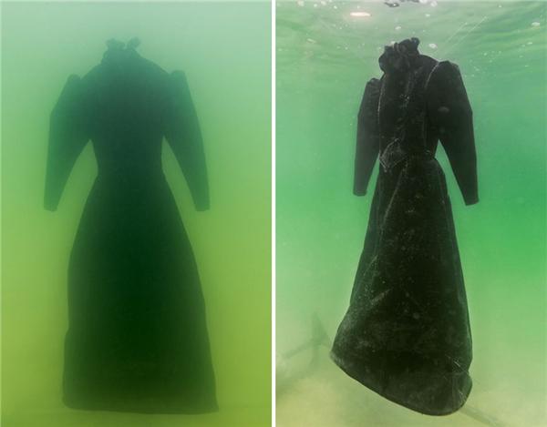"""Chiếc áo choàng này sẽ """"tiến hóa"""" thành thứ gì sau 2 năm ngâm trong nước của Biển Chết?(Ảnh: Bored Panda)"""