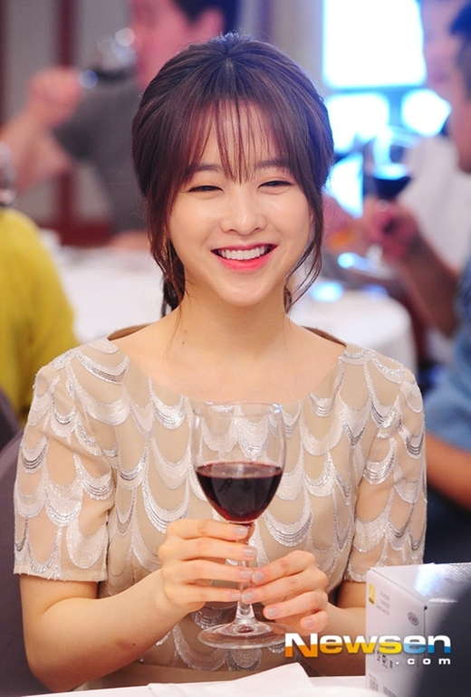 Đôi mắt cười chính là nét duyên ngầm đáng yêu trên gương mặt Park Bo Young.
