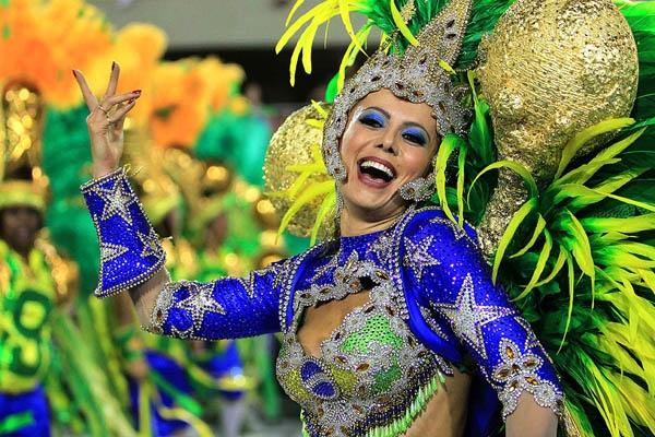 Lễ hội sẽ có sự góp mặt củahàng trăm vũ công trong những bộ trang phục cầu kì vàrực rỡ sắc màunhất.