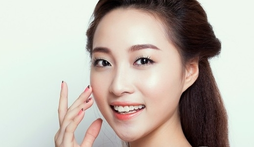 Những cô nàng mắt một mí nên chú ý chọn cho mình những gam màu pastel nhẹ nhàng khi trang điểm mắt một mí.