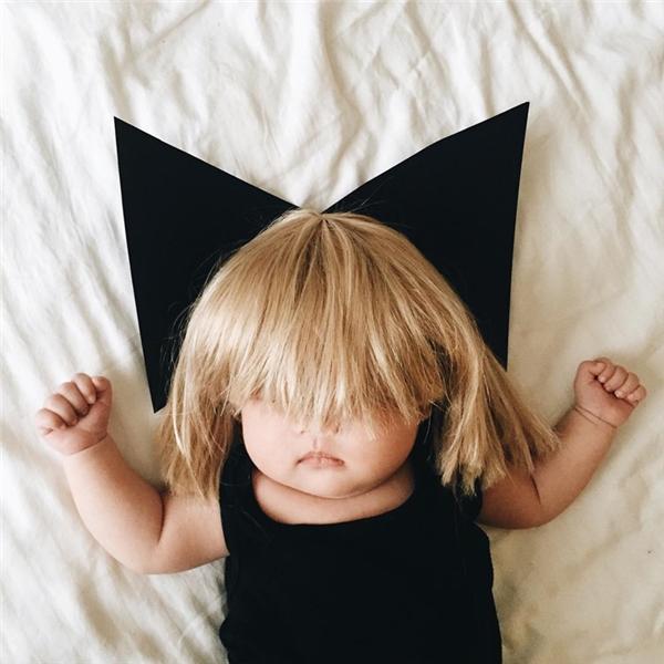 Tấm ảnh cosplay đầu tiên: ca sĩ Sia