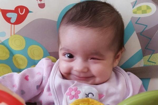 Nụ cười lạc quan, trong sáng của Izabella trước nghịch cảnh đã khiến triệu trái tim rung động.